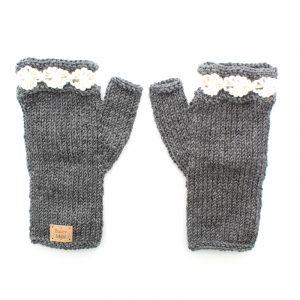 daisy-fingerless-mittens-knitting-pattern